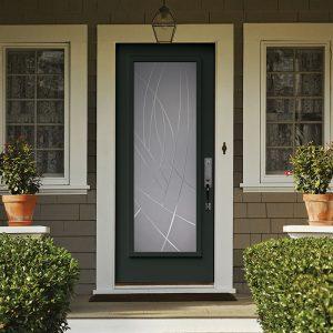 Porte d'acier grise avec une vitre intégrée